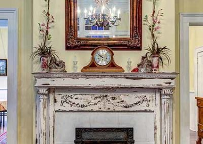 Isabella B&B - Ladies Parlor Fireplace