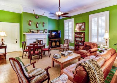 Isabella Bed & Breakfast - Gentlemen's Parlor